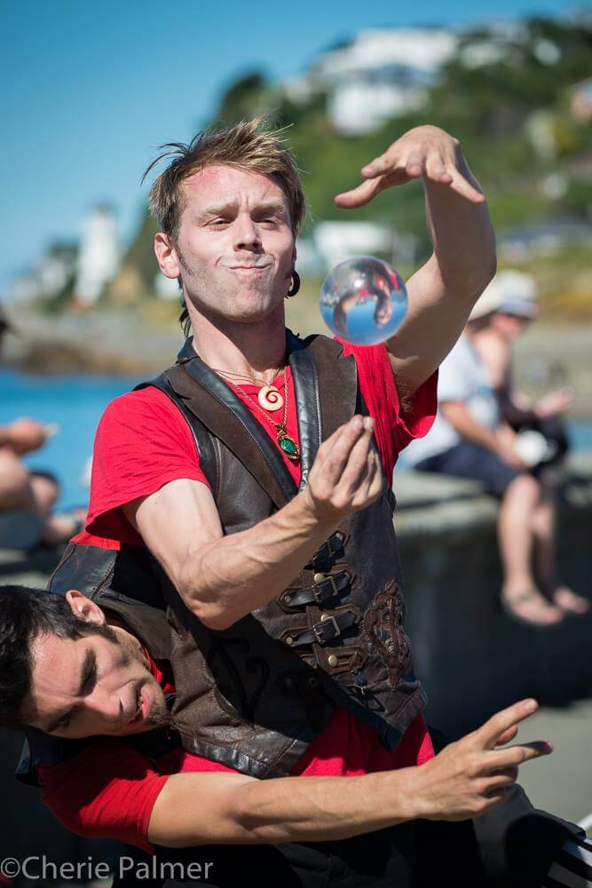 Los Angeles Juggler, Rewi Bracey