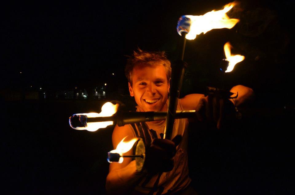 fire artist los angeles Rewi