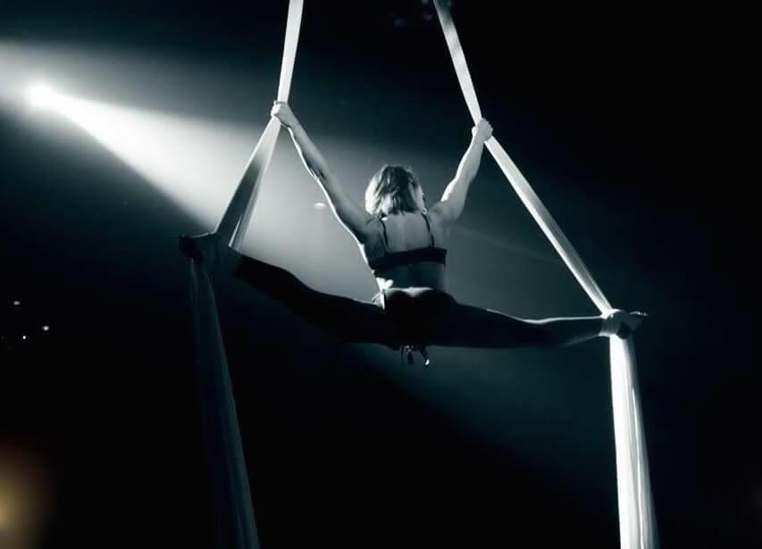 Los Angeles top aerialist Tina Phoenix CirqueSanity.com