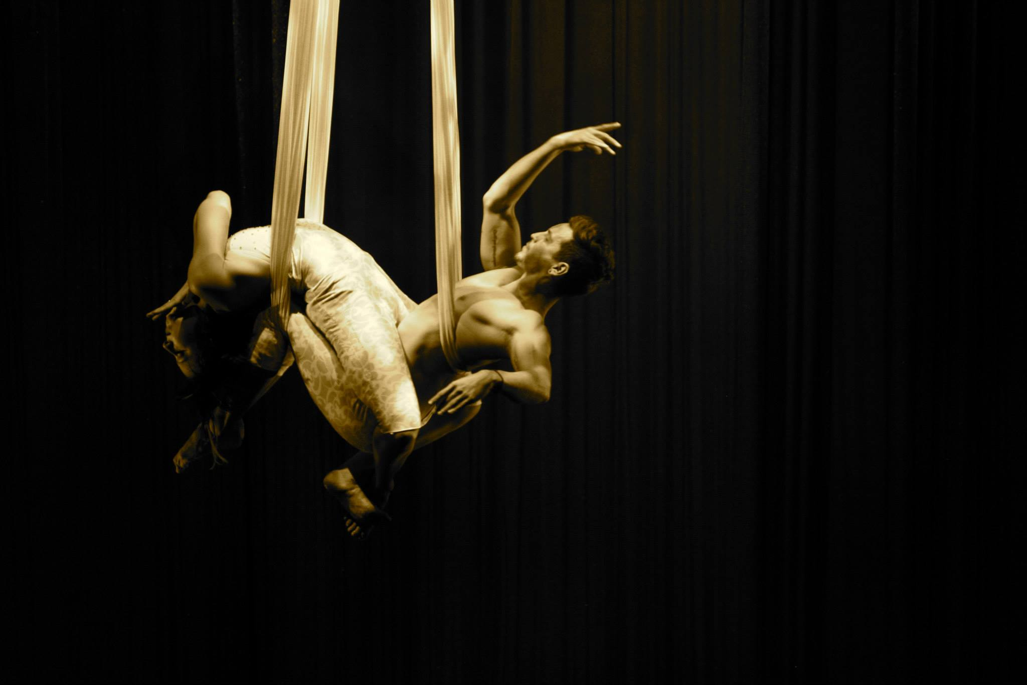 Duo Hammocks Performers Tina Phoenix and Fernando Miro
